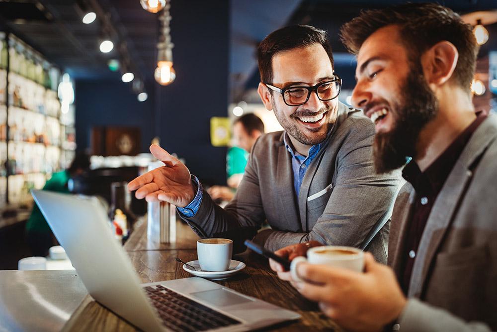 Mit Mitarbeitern befreundet sein? Wo Chefs Grenzen ziehen sollten